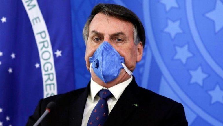 Bolsonaro anuncia comité para combatir covid