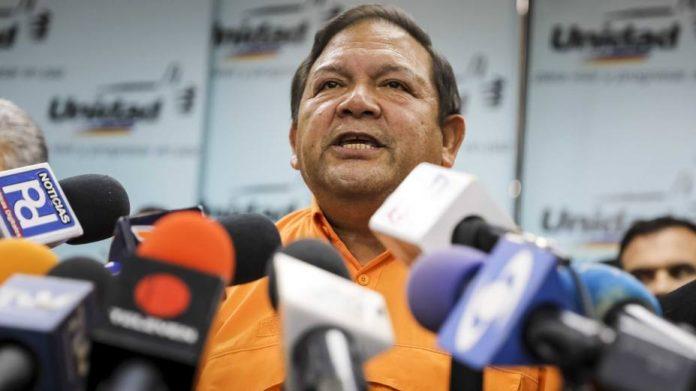 Andrés Velásquez denuncia que el estado Bolívar tiene un mes sin gasolina
