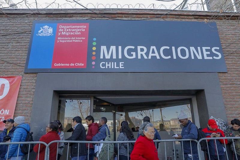 Migrantes irregulares tienen 180 días para salir de Chile antes de ser deportados