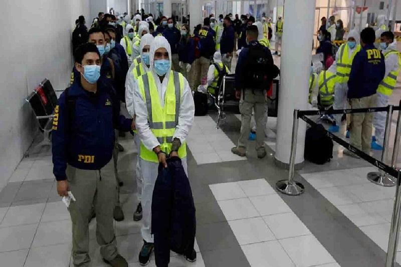 Deportan 55 migrantes venezolanos bajo nueva ley de Chile