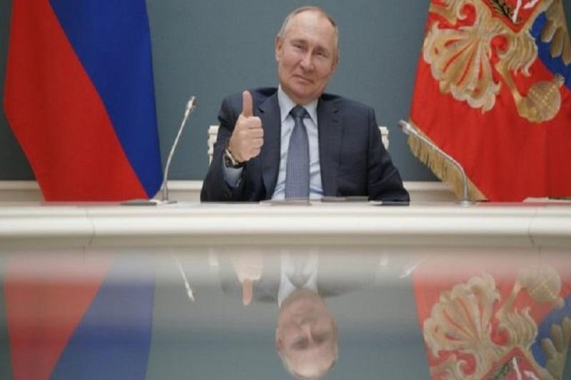 Putin firma la ley con la que podría seguir en el poder hasta 2036