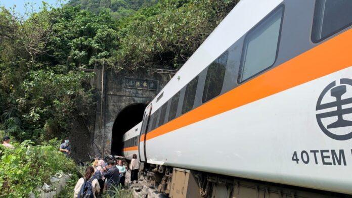 Tragedia en Taiwán: al menos 51 muertos tras el descarrilamiento de un tren dentro de un túnel