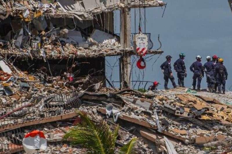 Sube a 94 la cifra de fallecidos en derrumbe de edificio en Miami-Dade: Cifra de desaparecidos se ubica en 22