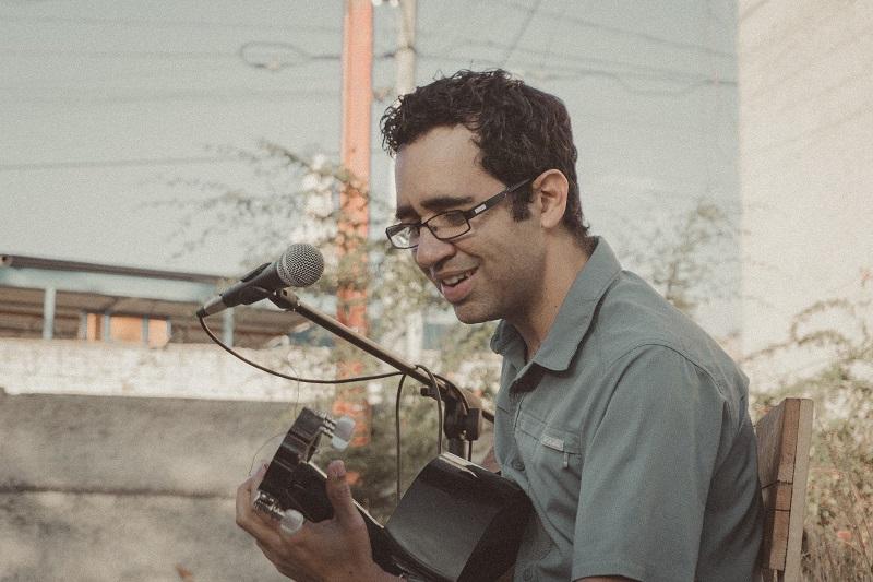 "Jairo Guitarreao estrena segundo single de 2021, ""corazón de relámpago"""