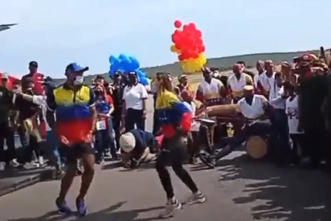 Atletas venezolanos celebraron su llegada a Venezuela bailando tambor (Video)