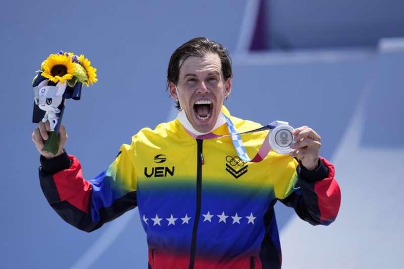 """""""Supérenlo, hermanos"""": Daniel Dhers pide a los """"intensos"""" que lo critican por llamada con Maduro bajarle dos"""