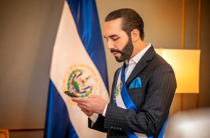 """Bukele actualiza su biografía de Twitter a """"Dictador de El Salvador"""""""
